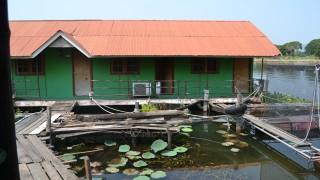カンチャナブリで水上ゲストハウスに泊まる