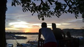 トンレサップ湖からみる夕日を見に行くも。。。