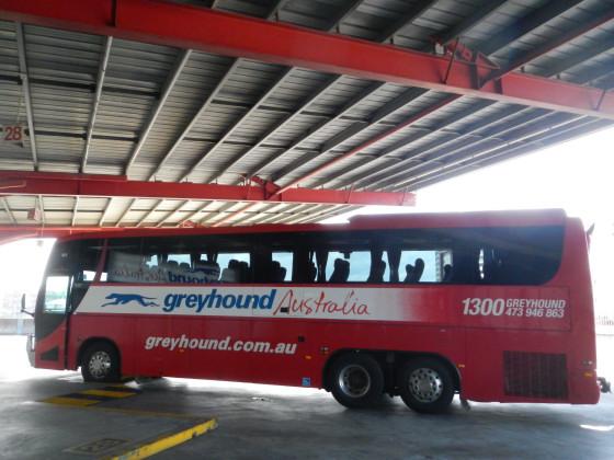 グレイハンズの赤いバス